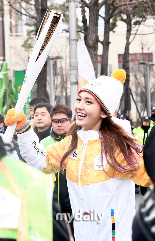 ▲성화봉송 나선 전소미 '비타민 미소 가득'