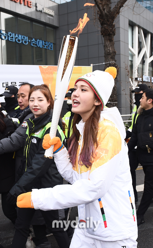 ▲전소미 '평창올림픽 성공을 위해 달려요'