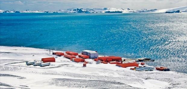 남극 킹조지섬 남서쪽에 자리한 세종과학기지 전경.  /극지연구소 제공
