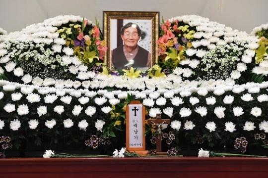 지난해 9월 서울 종로구 서울대병원 장례식장에 마련된 故 백남기 농민의 빈소 [중앙포토]