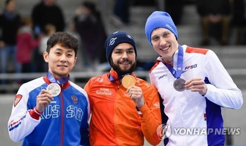 지난 13일 유럽선수권에서 은메달을 딴 빅토르 안(왼쪽)[EPA=연합뉴스]