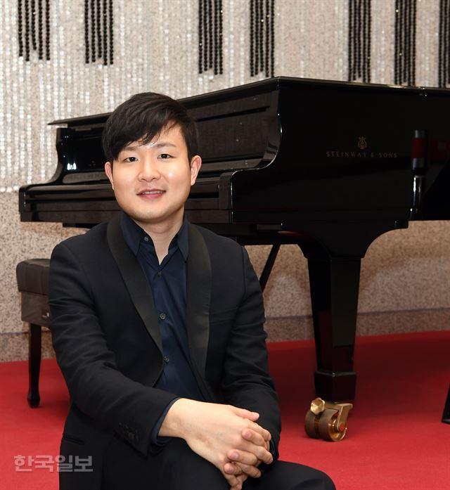 피아니스트 선우예권이 서울 서초동 예술의전당에서 한국일보와 인터뷰하고 있다. 신상순 선임기자