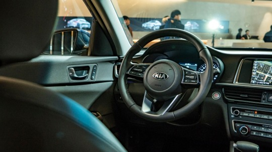 기아차가 부분변경 모델 더 뉴 K5를 공개했다.