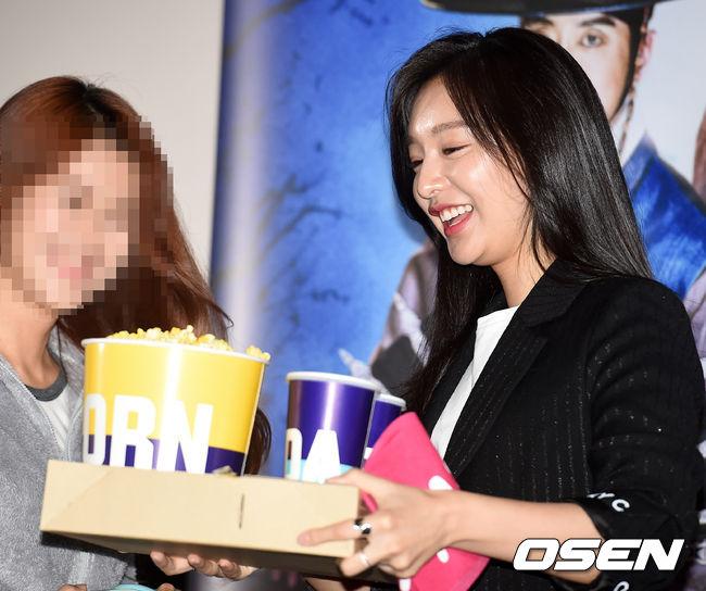 [사진]김지원, '영화엔 팝콘'