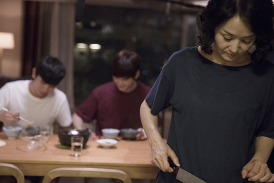 """[Y현장] '환절기' 배종옥 """"밋밋해보이지만..감정의 파고 심한 작품"""""""