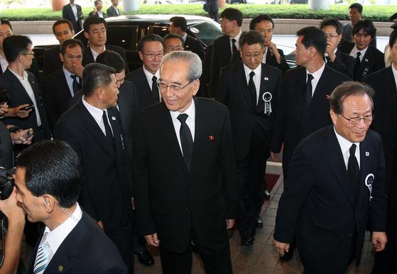 2009년 8월 김대중 전 대통령 서거 당시 방한한 북한 조문단이 숙소인 서울 홍은동 그랜드 힐튼호텔에 도착할 당시 모습. [연합뉴스]