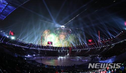 【평창=뉴시스】 추상철 기자 = 2018 평창 동계올림픽 개막식이 열린 9일 오후 강원도 평창 올림픽스타디움에 개막식공연이 진행되고 있다. 2018.02.09.   scchoo@newsis.com