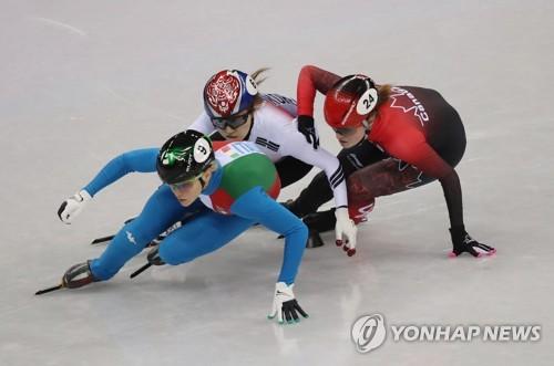 [올림픽] 역주하는 최민정 (강릉=연합뉴스) 박동주 기자 = 13일 오후 강릉 아이스아레나에서 열린 2018 평창동계올림픽 쇼트트랙 여자 500m 결승에서 한국 여자 쇼트트랙 대표팀의 최민정이 역주하고 있다. 최민정은 이탈리아의 아리아나 폰타나에 이어 2위로 결승선을 통과했지만, 캐나다의 킴 부탱과의 접촉으로 인해 실격당했다. 2018.2.13      pdj6635@yna.co.kr