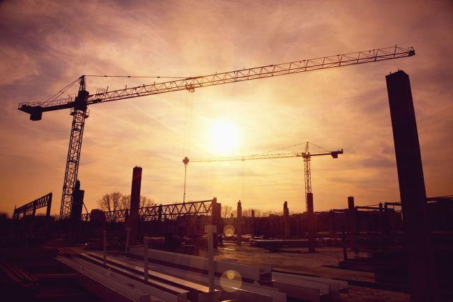 '160조 시대'를 연 국내 건설시장의 위축은 불가피하다. 정부의 규제 기조에 주택부문 감소가 예상돼서다. 민자를 활용한 도시개발 사업이 건설사들의 새로운 수익 창출원이 될 것이란 분석이 제기된다. [사진=123RF]
