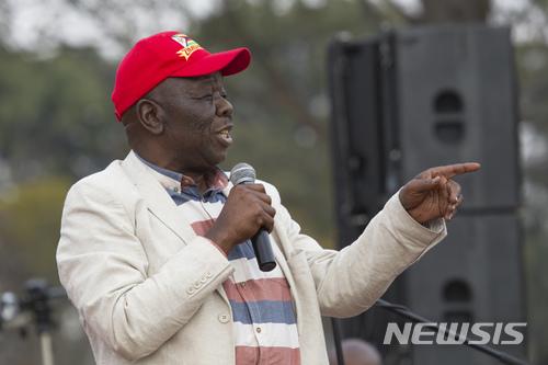 【하라레(짐바브웨)=AP/뉴시스】짐바브웨의 야당 지도자 모건 창기라이가 2017년 8월5일 수도 하라레에서 지지자 집회에 참석, 연설하고 있다. 창기라이는 14일 저녁(현지시간) 결장암으로 사망했다. 향년 65세. 2018.2.15