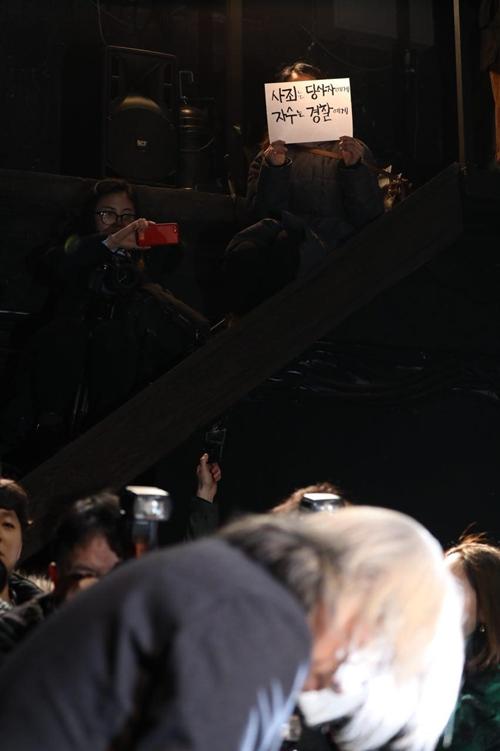 ▲ 연출가 이윤택씨는 2월19일 오전 서울 종로구 명륜동에 위치한 '30스튜디오'에서 공식사과 기자회견을 열었다. 사진=이치열 기자 truth710@