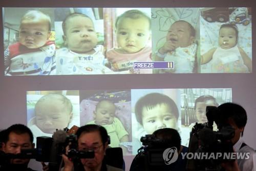 태국 경찰이 공개한 대리모 출산 아이들[로이터=연합뉴스]