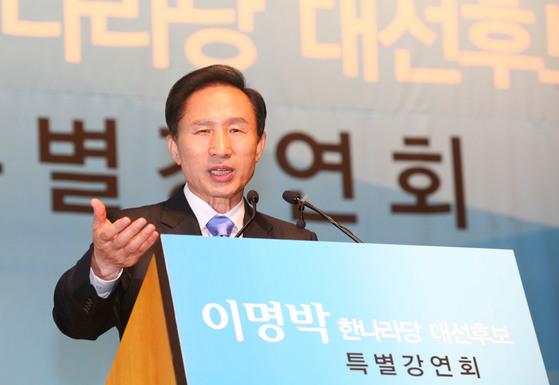 2008년 한나라당 대선후보로 유세일정을 소화하던 이명박 전 대통령. [중앙포토].