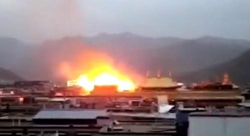 조캉사원에서 발생한 화재 당시의 모습 [SCMP 홈페이지 캡처]