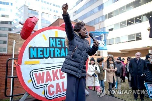 FCC의 인터넷 망 중립성 폐기에 항의하는 시위