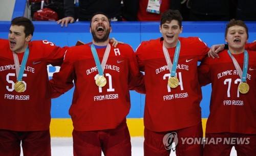 [올림픽] 금메달 시상식에서 자국 국가 부르는 OAR [로이터=연합뉴스]