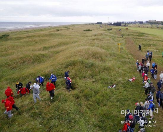 R&A와 USGA가 내년부터 적용하는 새로운 골프규칙에서 OB나 로스트볼은 2벌타를 받고, 페어웨이 가까운 지점에 드롭할 수 있다.