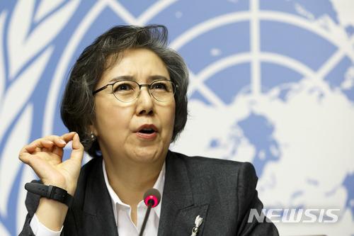 【제네바=AP/뉴시스】이양희 유엔 미얀마 인권특별보고관이 12일(현지시간) 스위스 제네바에서 열린 유엔인권이사회(UNHRC) 회의에서 미얀마 인권 침해 실태 보고서를 제출한 뒤 기자회견을 하고 있다. 2018.03.13