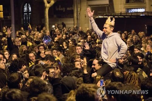 펠리페 국왕에 항의 시위하는 카탈루냐 사람들 [EPA=연합뉴스]