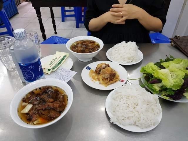 오바마 전 대통령이 베트남에서 먹었던 전통음식 분짜