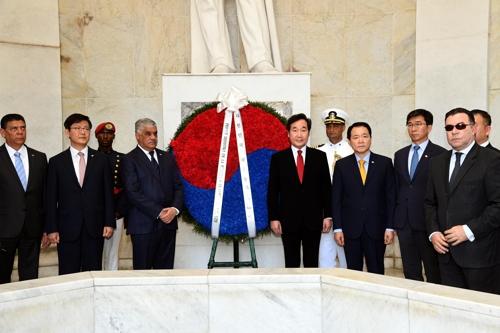 중남미 순방 '공식방문단' 도미니카공화국 조국의 제단 헌화