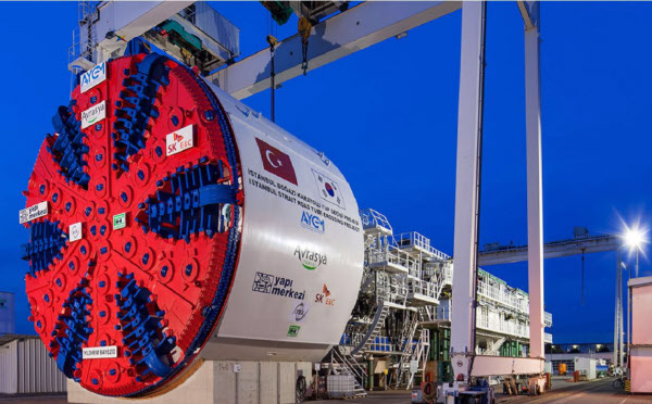 지난해 준공한 터키 유라시아 해저터널을 건설할 때 SK건설이 사용했던 세대 최대 규모 TBM(tunnel boring machine) 장비. 단면지름 13.7m, 총길이 120m, 무게 3300t 규모로 SK건설은 이 장비를 이용해 하루에 7m씩 터널을 팠다. /SK건설 제공