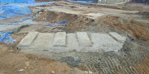 풍납토성 발굴 현장에서 또 나온 대형 콘크리트 덩어리 [서울 송파구 제공=연합뉴스