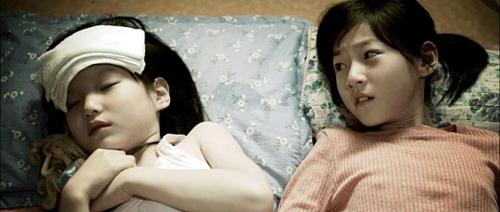 영화에 동반 출연한 김아론(왼쪽)과 김새론(오른쪽) 자매의모습. 영화 '바비' 스틸 컷