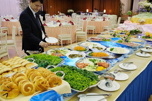 남측예술단 일행이 묵은 고려호텔의 아침 식사 뷔페