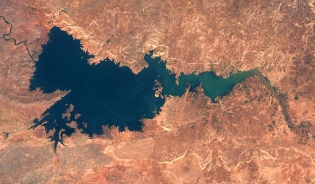 모로코 알마시라댐의 2013년 모습. 사진출처: 나사 지상관측위성 사진