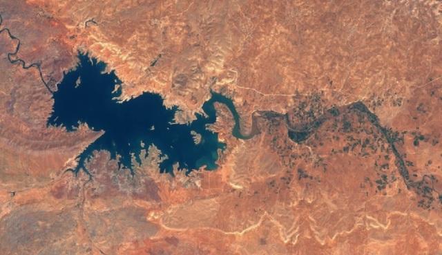 모로코 알마시라댐의 2017년 모습. 사진출처: 나사 지상관측위성 사진