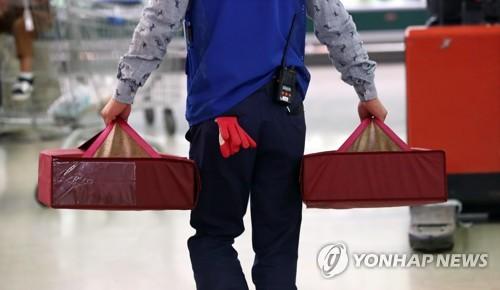 최저임금·불황에 임시·일용직 18만개 사라졌다 [연합뉴스 자료사진]