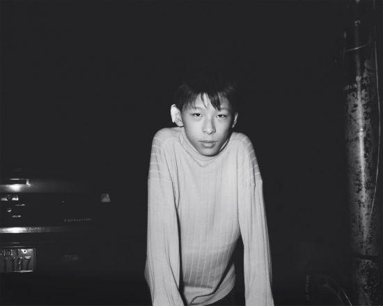 오형근 작가의 '귀를 다친 아이. 럭키 클럽 앞(1993)' (사진=서울시립 남서울미술관 제공)