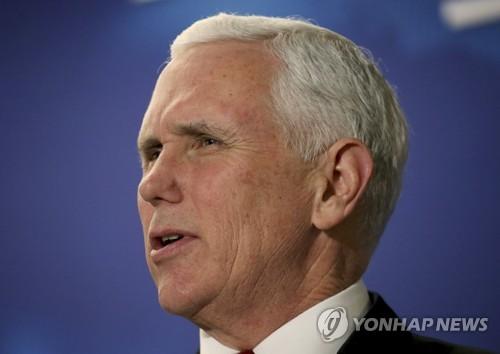 美, 뉴햄프셔주 방문한 마이크 펜스 부통령 (AP Photo/Mary Schwalm)