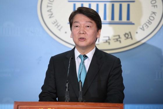 바른미래당 안철수 서울시장 후보가 10일 국회 정론관에서 발언하고 있다.오종택 기자.