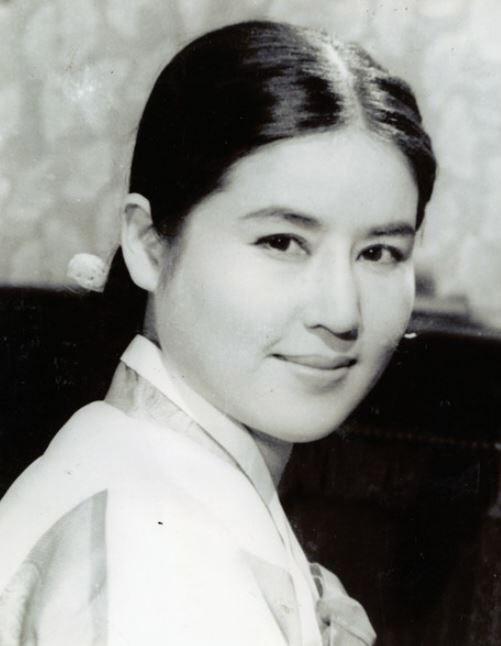 1950~1960년대 한국 영화계의 대표 스타 최은희는 140여 편의 작품에 출연했다. 한국인 최초로 해외영화제에서 수상하는 등 한국 영화사 최고 배우로 꼽힌다.  한국영상자료원 제공