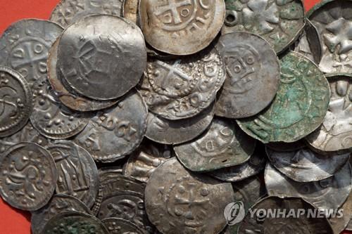 독일에서 발견된 덴마크 10세기 동전. [DPA=연합뉴스]