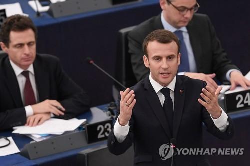 유럽의회 연설하는 에마뉘엘 마크롱 프랑스 대통령 (스트라스부르 AFP=연합뉴스)