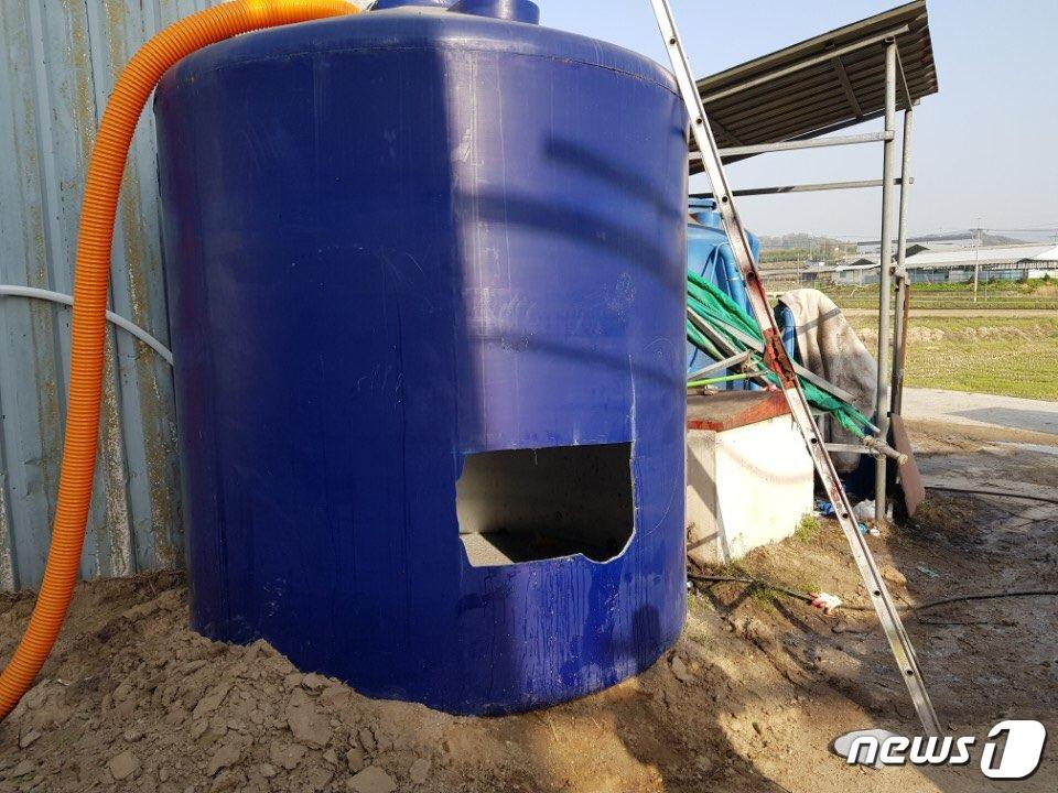 축사 물탱크 세척작업 20대 2명 숨져..질식사 추정종합
