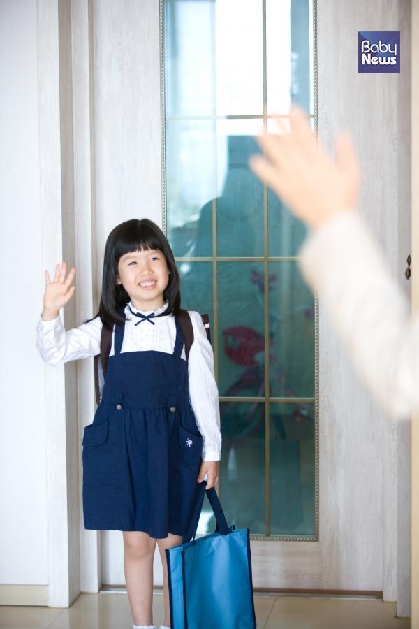 워킹맘들은 초등학교 1학년 자녀의 이른 하교 때문에 각자 상황에 맞는 대안을 마련하고 있다. ⓒ베이비뉴스