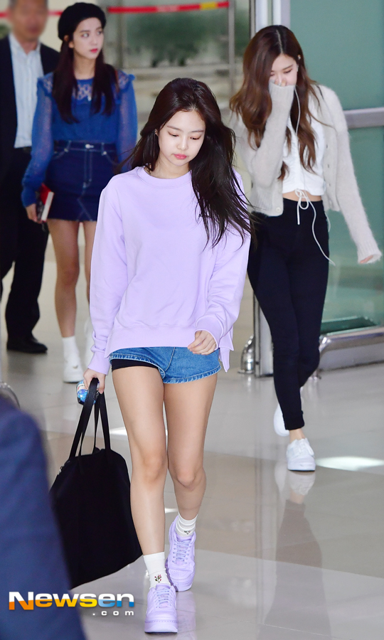 Black Pink Jenny 'Entrance with tired face' (Airport fashion)