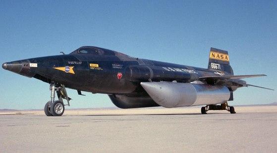 지금까지 가장 빠른 유인 비행체(마하 6)의 기록을 가진 X-15. [유튜브 캡처]