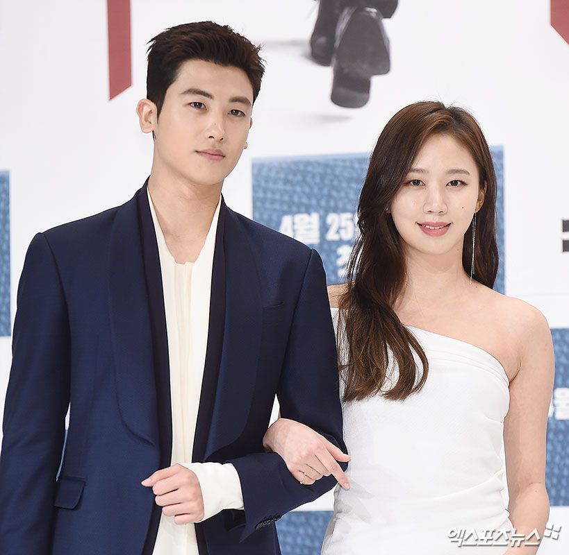 Actors Park Hyung-Sik and Ko Sung-hee who took part in the KBS 2 TV new Drama Suits production presentation held at Times Square on September 23 in Seoul Yeongdeungpo Ward have photo time