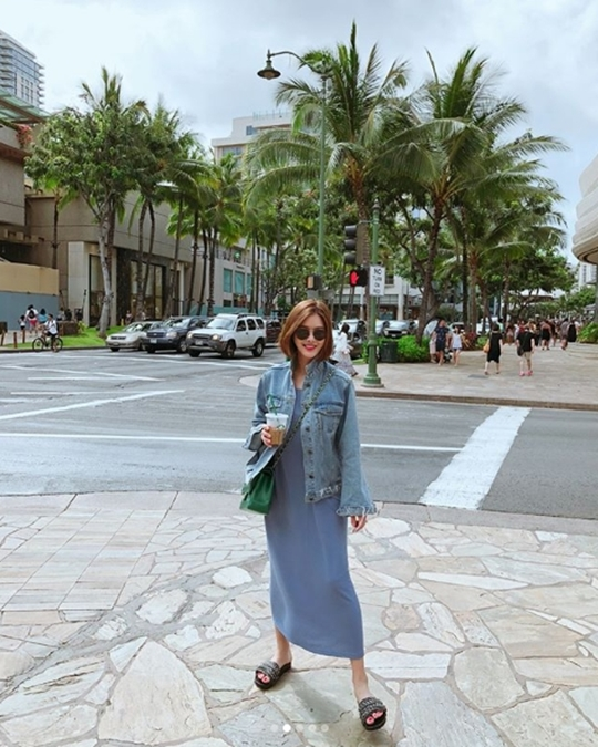 Park Eun-ji posted a picture taken with Hawaii Honolulu, a honeymoon destination on a personal instagram on 26th April.Park Eun - ji, who is making a big laugh in the picture, said I came beforehand in the summer country and added a Hawaii # aloha #with G hashtag.Park Eun-ji raised The Wedding with a civilian two years older than he had dated for the past year on April 20 th.Park Eun-ji who progressed the secret of the then The Wedding then told through his affiliation office that he will make an effort to show the figure that lives beautifully in the future
