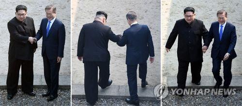 [남북정상회담] 위대한 한걸음 (판문점=연합뉴스) 황광모 기자 = 문재인 대통령과 북한 김정은 국무위원장이 27일 오전 판문점 군사분계선에서 만나 인사한 후 함께 북측으로 넘어갔다 남측지역으로 향하고 있다. 2018.4.27