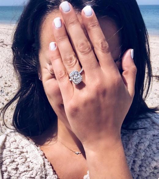 [할리웃통신] '글리' 레아 미셸, 약혼 발표..거대 다이아반지 공개
