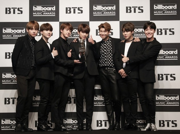 Boys group BTS occupied the idle chart ranking Ranking April 3 parking week chart 1st place.Idol chart announced on the 27th April 3 parking lot in the ranking BTS received a soundtrack score of 480 points, an album score of 146 points, an experts point of 50 points, a broadcast / portal / SNS 4260 points, and a total of 4936 points It occupied 1st place per week.Following BTS, Boys Group WINNER ranked second (4823 points in total), TWICE (No. 4292) in 3rd place, Red Velvet (4,220 points in total), WannaOne (total score 3912 points) He raised his name.Kang Daniel of the group WannaOne (6 pm standard of 26th) recorded the highest number of votes in the rating ranking made by fans participation for 5 consecutive weeks.Subsequently, Jimmin of BTS, politicians of BTS, Vice of BTS, Ha Sung-woon of WannaOne recorded high votes.Especially Ha Sung-woon showed the bottom-line power to enter TOP 5 of the most votes in the week when it attracted participation close to 2,000 votes only this week.An official of the idle chart said, Broadcast / portal / SNS scores rapidly increased and occupied first place forecasting Come back on May 18 when the group BTS came.Subsequently, the group WINNER who went up to 2nd place not only the title songs of the genuine bosses, but also entered the chart till the recorded songs and showed bullish by the soundtrack score.In addition, WannaOnes Ha Sung-woon who occupied fifth in the ranking ranked in the top ranking in a short time and proved the power of the fan base. On the other hand, the idle chart is not a song, but a chart that comprehensively analyzes and tabulates the performance and topicality of the singer itself, and it is possible to confirm at a glance the singer who became the most talked about in a week at a glance.It includes a main chart, an odd ranking, a direct ranking of fan participation, a diverse analysis of singing experts, a new report, new song news on which new records and singer news are posted, and a community bulletin board Atok Composed