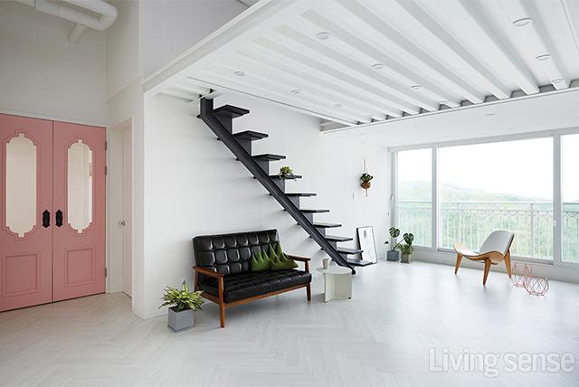 주택이 부럽지 않은 박공지붕 아래 복층 아파트