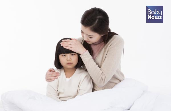 아이가 열이 날 때의 흔한 원인과 놓치지 말아야 할 것들을 미리 숙지하고 대처하는 자세가 필요합니다. ⓒ베이비뉴스
