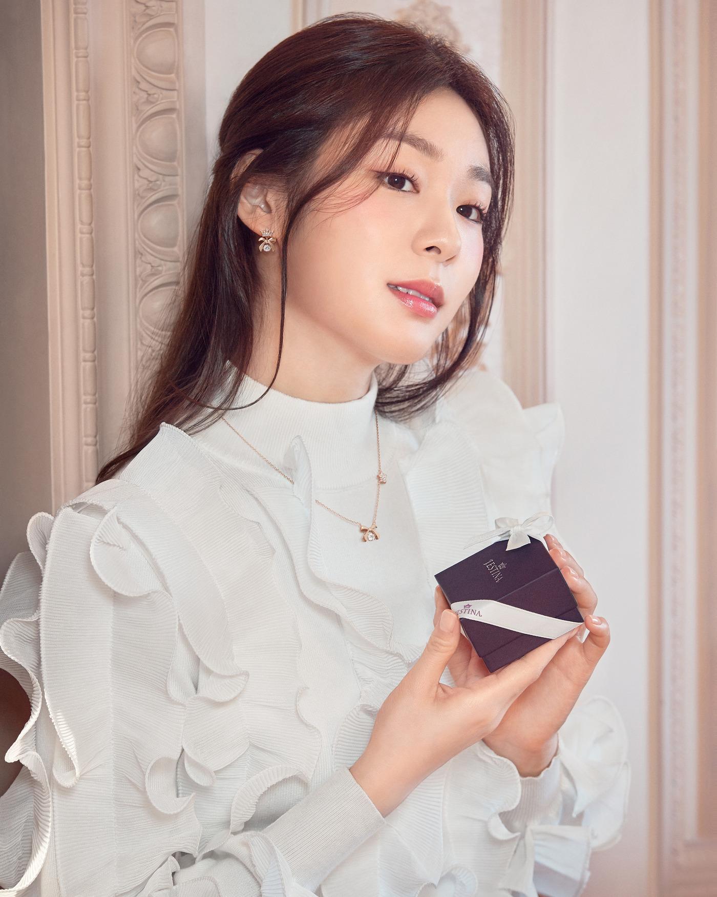 "Kim Yuna, a goddess of romance ""More and more beautiful"""